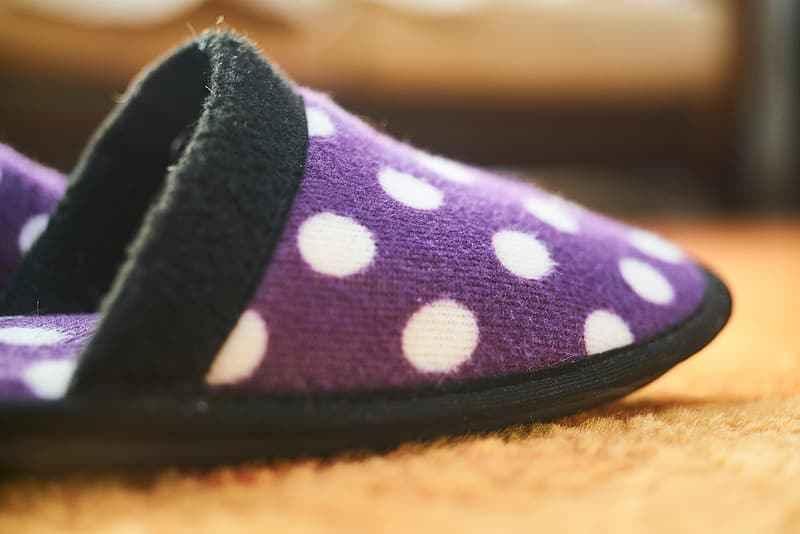 Best Men's Slippers for Hardwood Floors